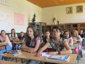 Mirjana Vasic i ucenici 7 razreda Osnovne skole Nikola Tesla Golobok