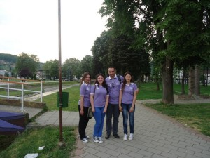 Ucenice OS AZANJA i nastavnik Damir S. Zivkovic