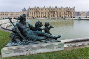 1280px-Versailles-Chateau-Jardins